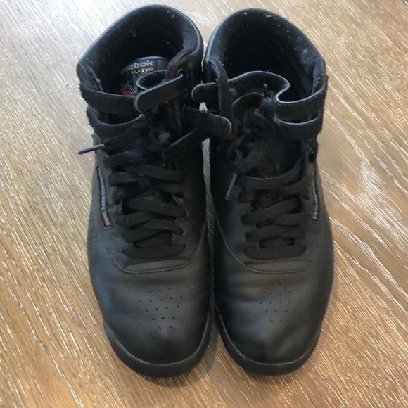 España Reparador Primer ministro  Reebok Shoes | Used Black Reebok Freestyle Classics | Poshmark